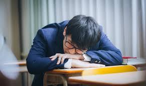 補習中居眠りをする留年候補生の写真(画像)を無料ダウンロード - フリー素材のぱくたそ
